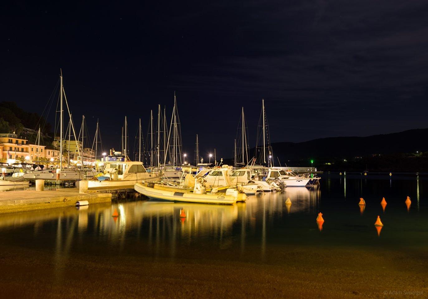 Jachty nocą - Porto Azzuro