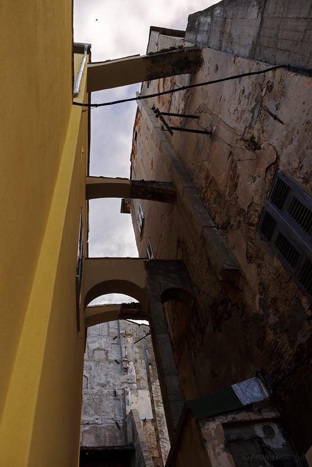 Łuki kamienic, Bastia