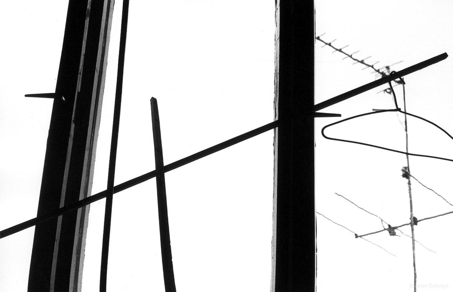 Okno, anteny, wieszak