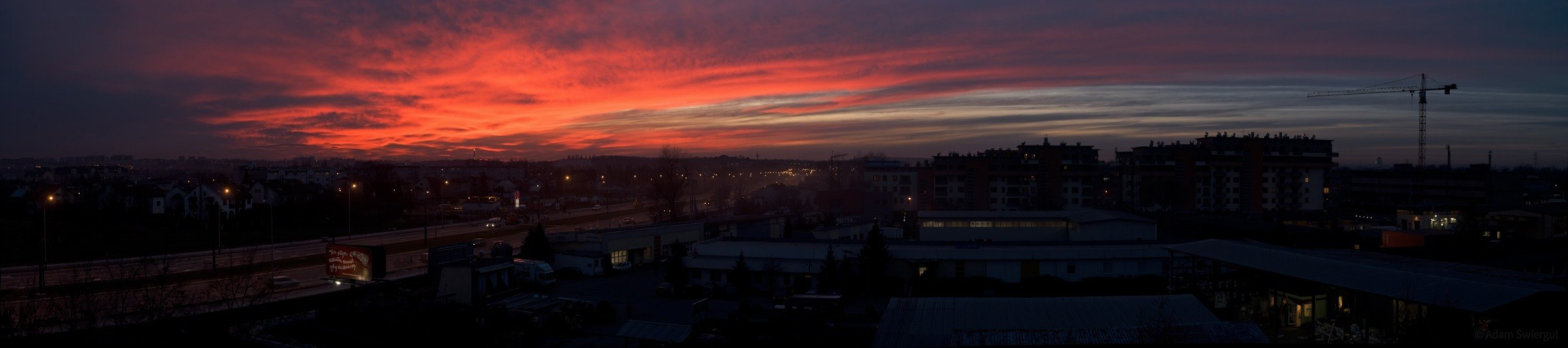 Panorama z czerwonym niebem