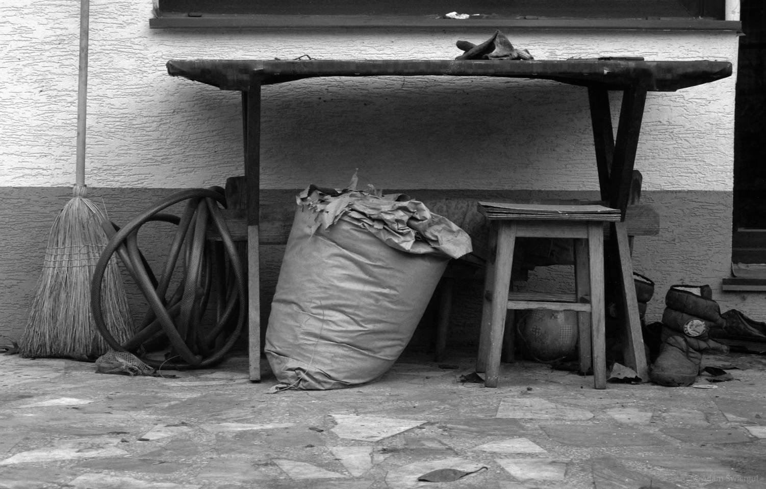 Pod stołem