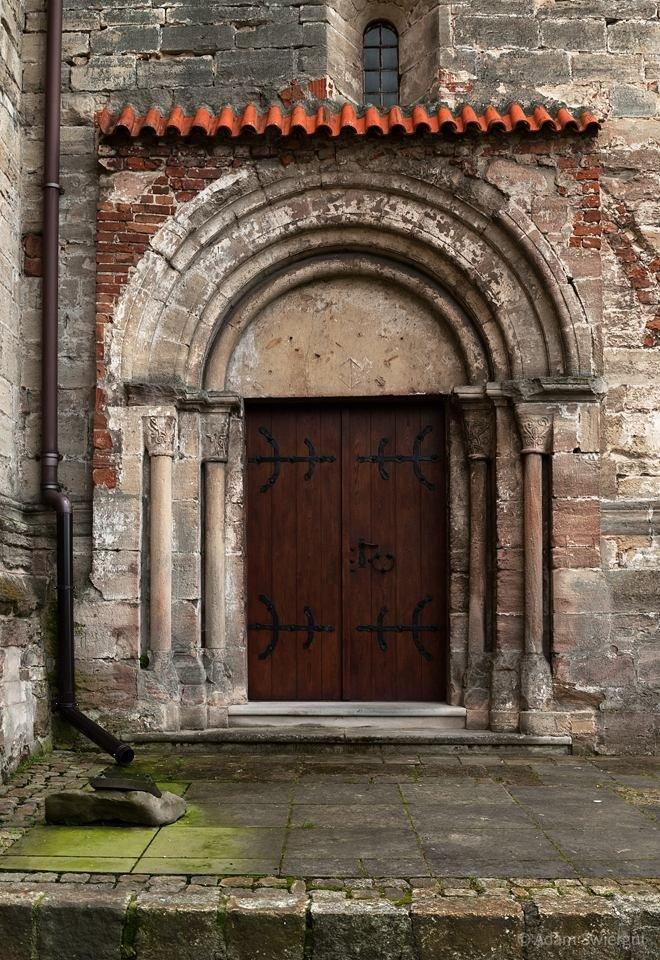 Portal, Koprzywnica