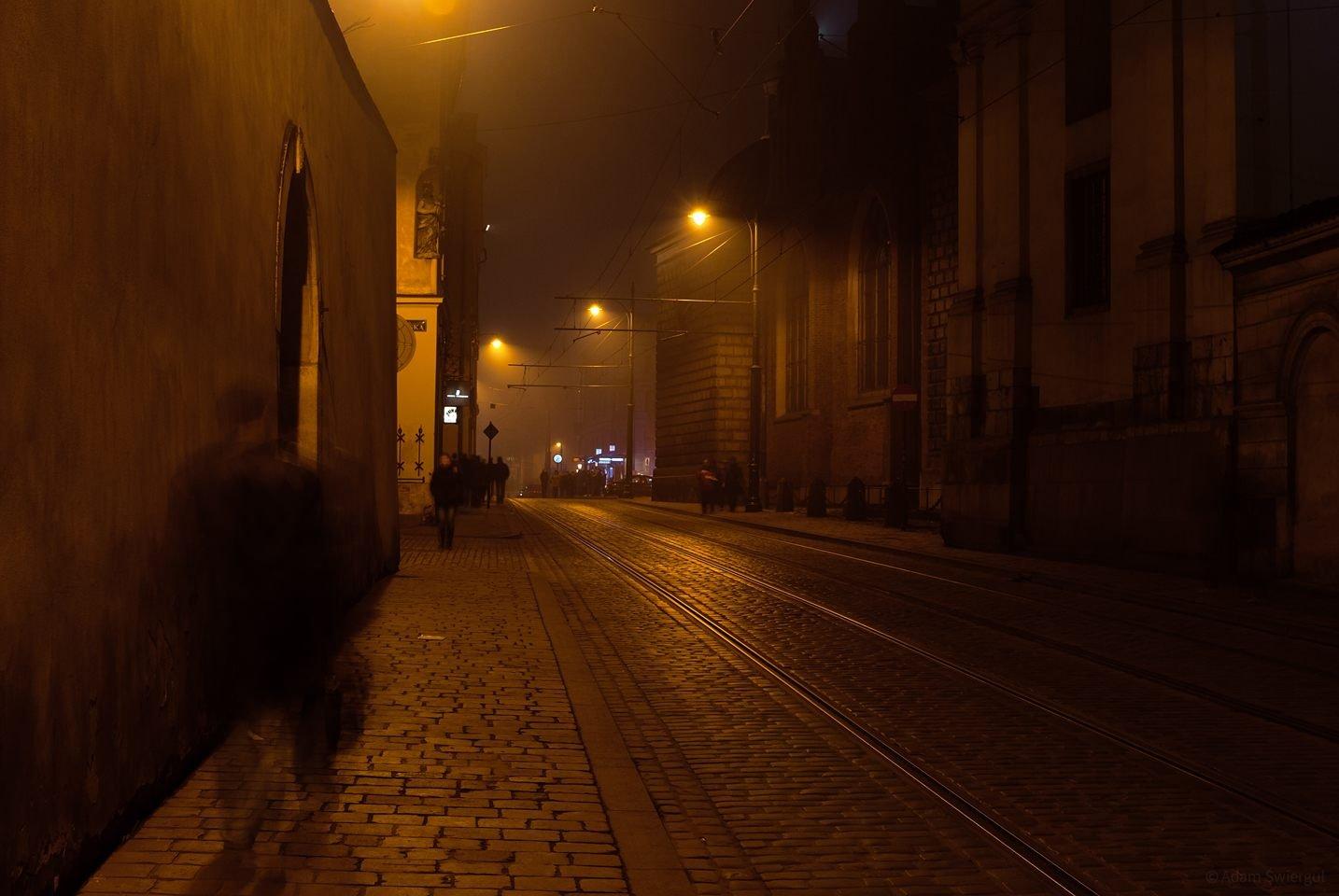 Ulica Dominikańska nocą