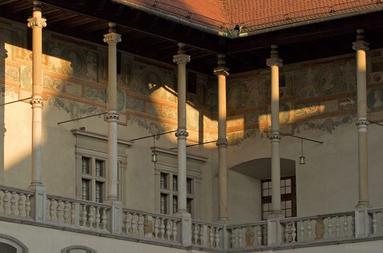 Wawel, kolumny i malowidla